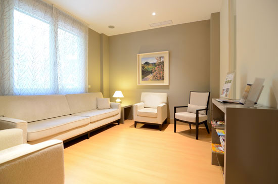 sala-espera1-clinica-dental-velazquez-dentistas-madrid