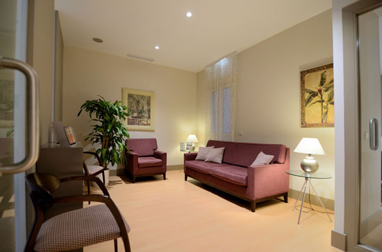 sala-espera2-clinica-dental-velazquez-dentistas-madrid